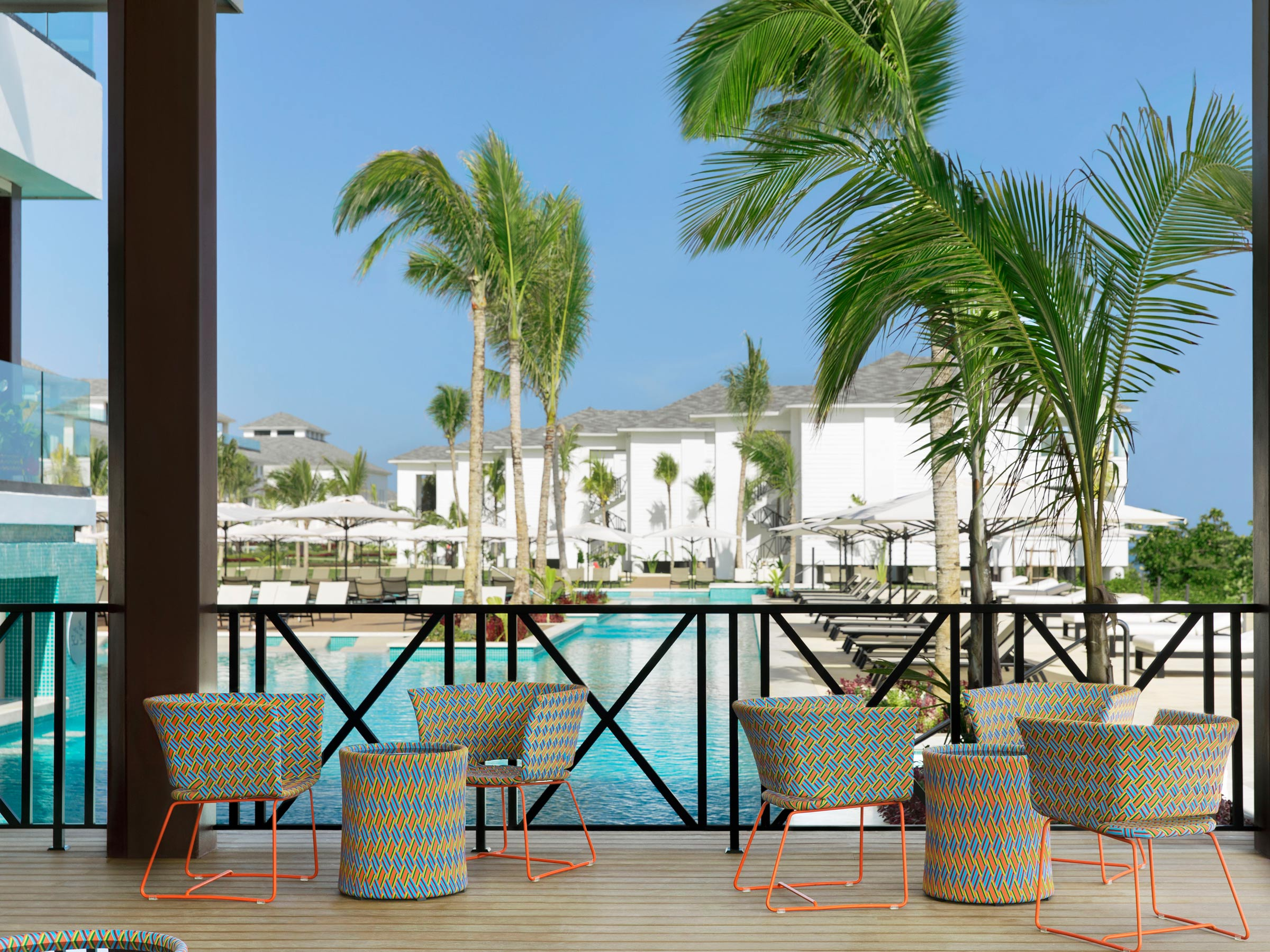 Grab a Drink at this Pool Bar at Excellence Oyster Bay