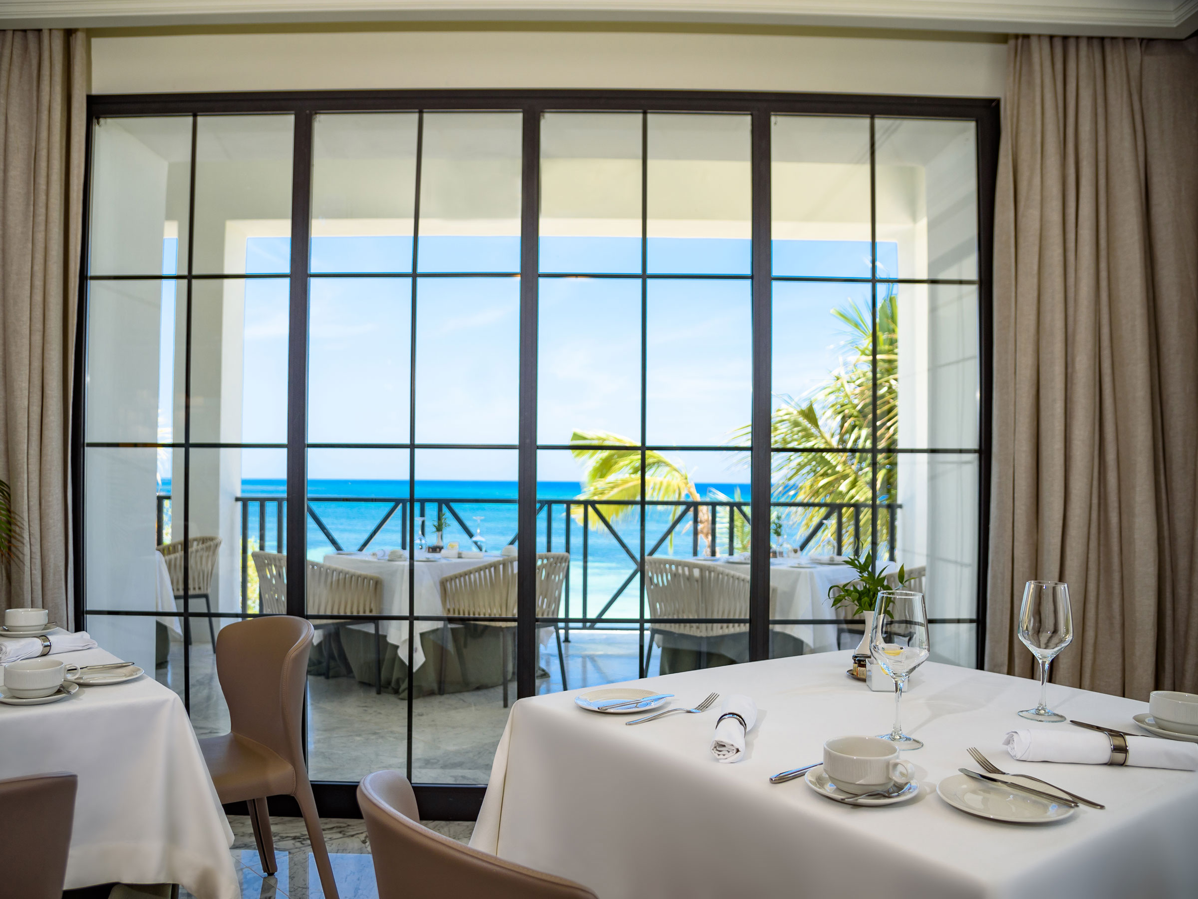 Restaurante del Excellence Club en el Resort Excellence Oyster Bay